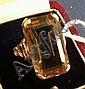Bague en or jaune sertie d'un quartz de forme