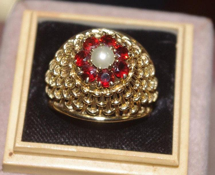 Hallmarked gypsy ring with pearl and garnet Total