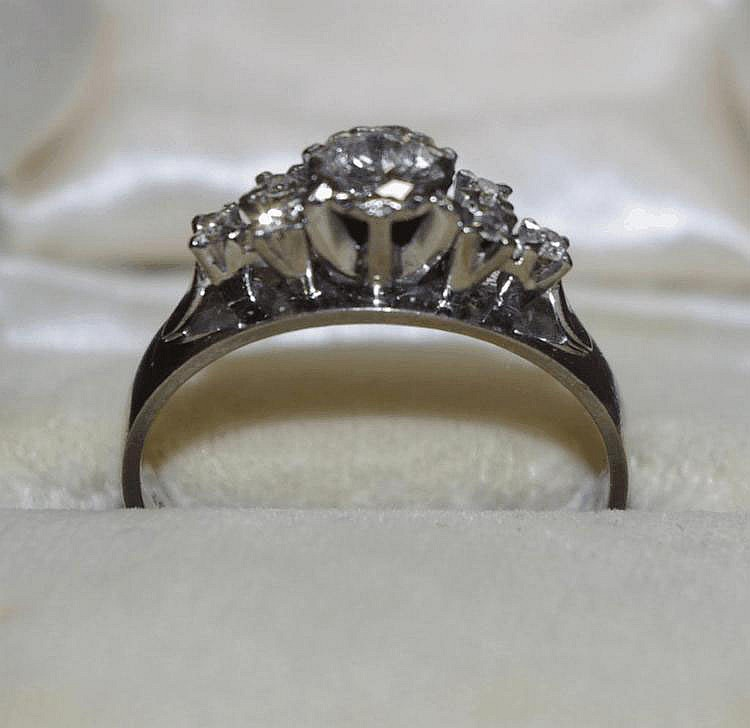 18ct white gold diamond ring Stamped 18ct. The