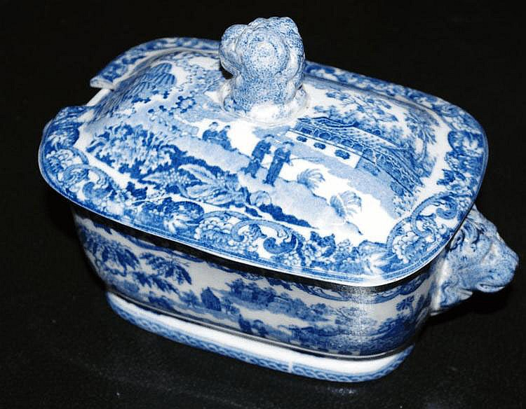 Blue and white lidded sauce tureen approx 19cm