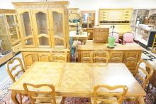 9 PIECE OAK FINISHED DINING ROOM SET. TABLE 62 X 39 IN TOP PLUS 3 LEAVES. CHINA CABINET 64 IN WIDE, 85 IN TALL. 6 RUSH SEAT CHAIRS & SIDEBOARD.