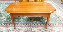 LEXINGTON COFFEE TABLE WITH BUTTERFLY TOP. 42 X 25 IN.