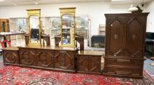 5 PIECE THOMASVILLE BEDROOM SET. ARMOIR, LONG CHEST, 2 NIGHTSTANDS, BED. ARMOIR MEASURES 68 1/2 IN TALL. 42 IN WIDE.