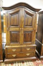 PENNSYLVANIA HOUSE PINE ARMOIRE. 73 IN TALL. 43 IN WIDE.
