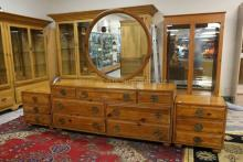 4 PIECE HENREDON BEDROOM SET IN A CHINESE MOTIF. LONG DRESSER WITH MIRROR. 2 NIGHTSTANDS, CARVED HEADBOARD.