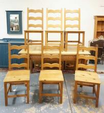 SET OF 6 PINE CHAIRS. PEGGED CONSTRUCTION.