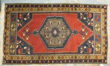 TURKISH RUG IN RED & BLUE. 5 FT 2 IN X 3 FT 1 IN.