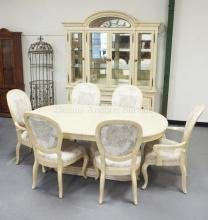 BERNHARDT DINING ROOM SET. LIGHTED CHINA CABINET MEASURING 89 INCHES TALL & 71 1/2 INCHES WIDE, TABLE, & 6 CHAIRS.