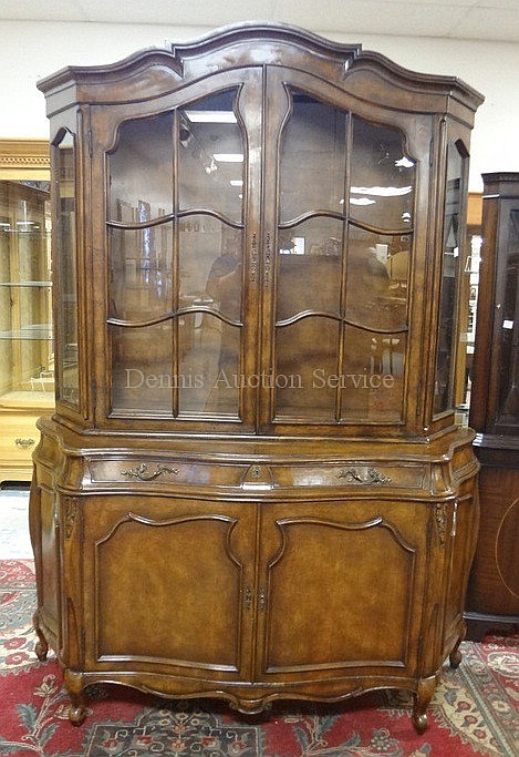 CARVED 2 PC HUTCH W/SERPENTINE FRONT & SCROLL FEET