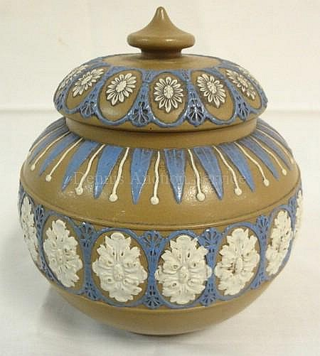 UNMARKED DOULTON LAMBETH (?) COVERED SUGAR BOWL