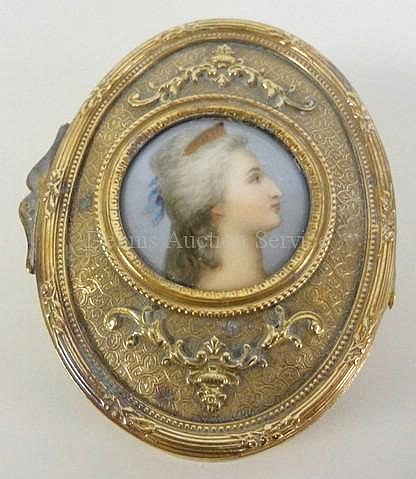BRONZE OVAL DRESSER BOX W/INSET PROFILE PORTRAIT