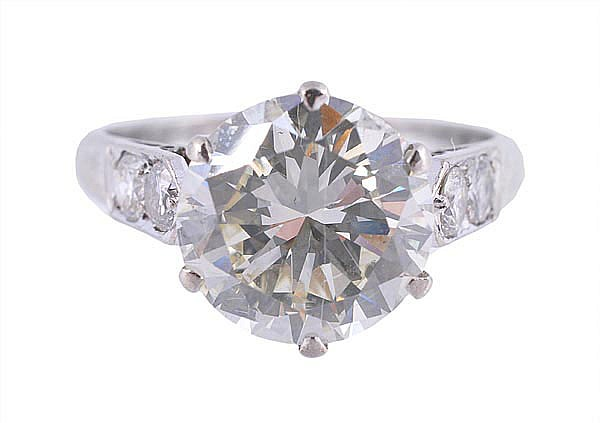 A diamond single stone ring, the old brilliant cut