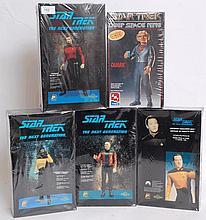 MODEL KITS: 5x Star Trek model kits by Polydata (La Forge, Picard, Data & Riker) along with 1x AMT E