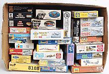 MODEL KITS: 27x model kits - warplanes and figures - Zvezda, Um, Revell, Heller, Athearn and others.