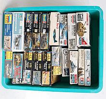 MODEL KITS: 19x model kits - Zvezda, Revell, Heller, Tamiya, Emhar etc.  From a large consignment of