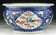 A Chinese Antique Famille Rose Blue & White Porcelain Jar