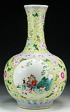 A Chinese Antique Famille Rose Porcelain Vase