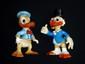 DISNEY  2 grands Pouet-Pouet de la marque Ledra Plastica représentant Picsou et Donald  Produits dérivés Walt Disney datant du début des années 60  32 cm