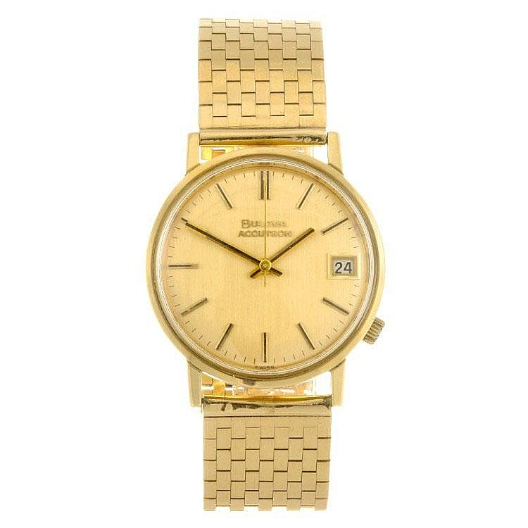 An 18k gold electronic gentleman's Bulova Accutron bracelet watch.