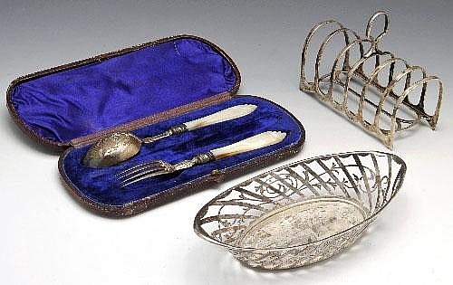 Silver bonbon dish, toast rack & cased knife & fork.
