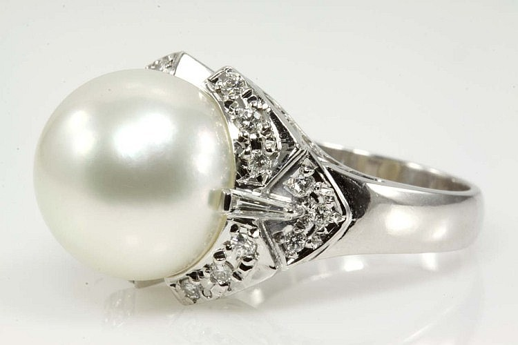 South Sea Pearl 12.4mm and Diamond Ring