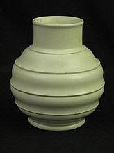 WEDGWOOD KEITH MURRAY CREAM GROUND POTTERY VASE,