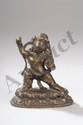 Vajrapani sous son aspect courroucé, protecteur de la loi figuré debout en pratyalidhasana, posture fendue vers la droite commune à de nombreux gardiens du dharma brandissant dans sa main droite le jajra, foudre diamant et de sa main gauche l'index