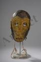 Masque de danse zoomopomorphe illustrant un singe. Bois polychrome. Chine. Yunan. Tribu Miao.  16 x H25 cm