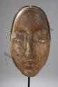 Masque anthropomorphe du théâtre Nô. Bois de inoki polychrome. Japon. Période Edo. 19 ème siècle. 26 cm.