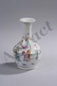 Vase balustre en porcelaine famille rose décoré en émaux polychromes sur la couverte d'une scène animée de lettré. Chine. Dynastie Qing. 18 ème siècle. 14cm