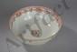 Bol à punch en porcelaine famille rose de la Compagnie des Indes décorée en émaux polychrome sur la couverte de médaillons et frises florales. Chine. Dynastie Qing. Période Qianlong.  18 ème siècle. 10,8cmx26cm.