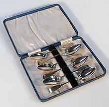 A set of six George III silver teaspoons, probably Thomas Hayter of Fiddleback pattern probably Lond