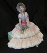 Royal Doulton Figurine Daydreams NH 1731 5-3/4
