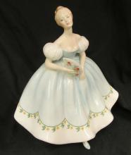 Royal Doulton Figurine First Dance HN2803 7-1/4