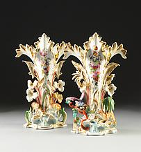 A PAIR OF OLD PARIS PARCEL GILT AND POLYCHROME PAINTED ANIMAL LIFE SPILL VASES, THIRD-QUARTER 19TH CENTURY,