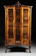 AN ITALIAN ROCOCO REVIVAL STYLE CARVED WALNUT VITRINE, 20TH CENTURY,