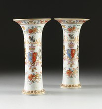 A PAIR OF CHINESE EXPORT ARMORIAL PORCELAIN STYLE VASES, MODERN,