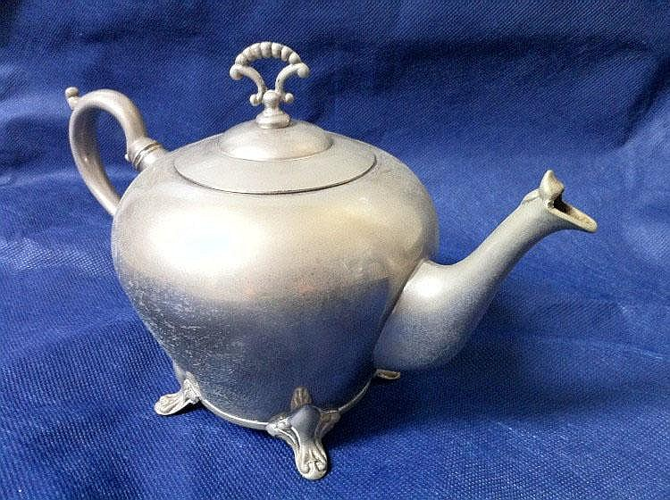 Tea pot, pewter, 18th century