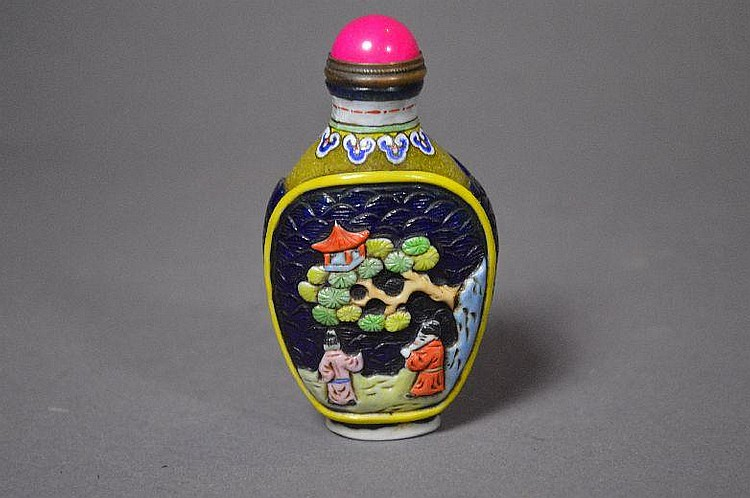 Carved Peking glass snuff bottle