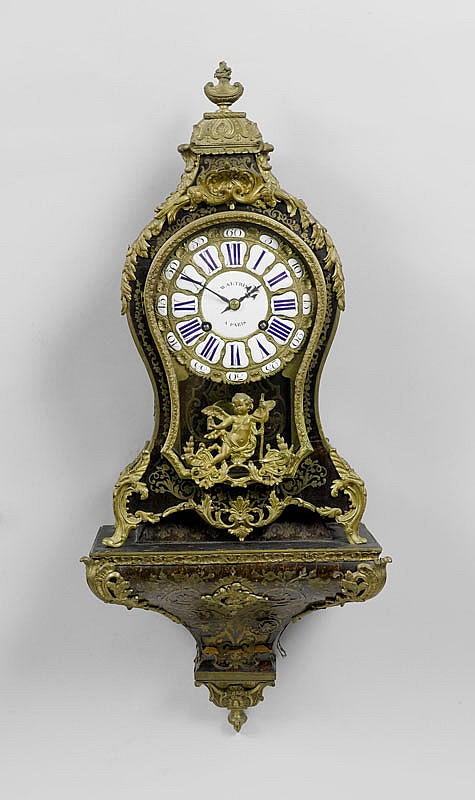 A SMALL BOULLE CLOCK ON PLINTH, Régence and later,