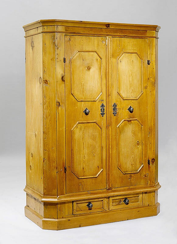 A SMALL SWISS PINE CUPBOARD, Grisons, 19th c.