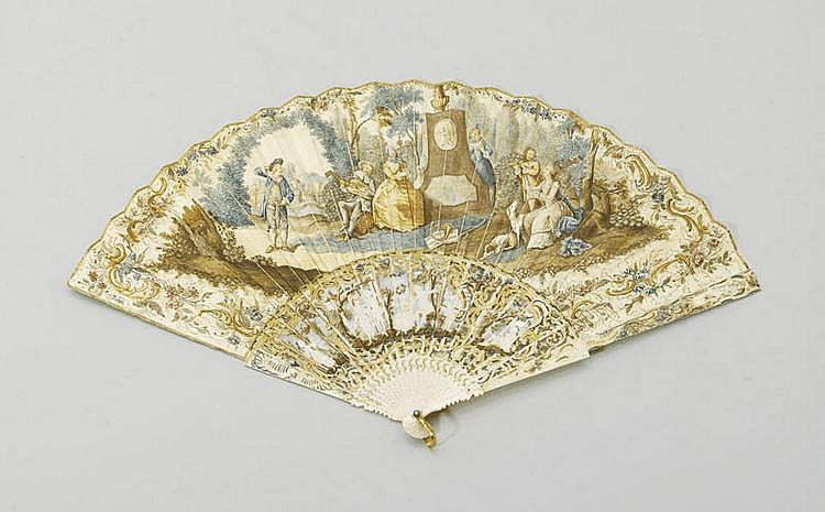 FAN, Louis XV style, 19th century. Ivory. Carved