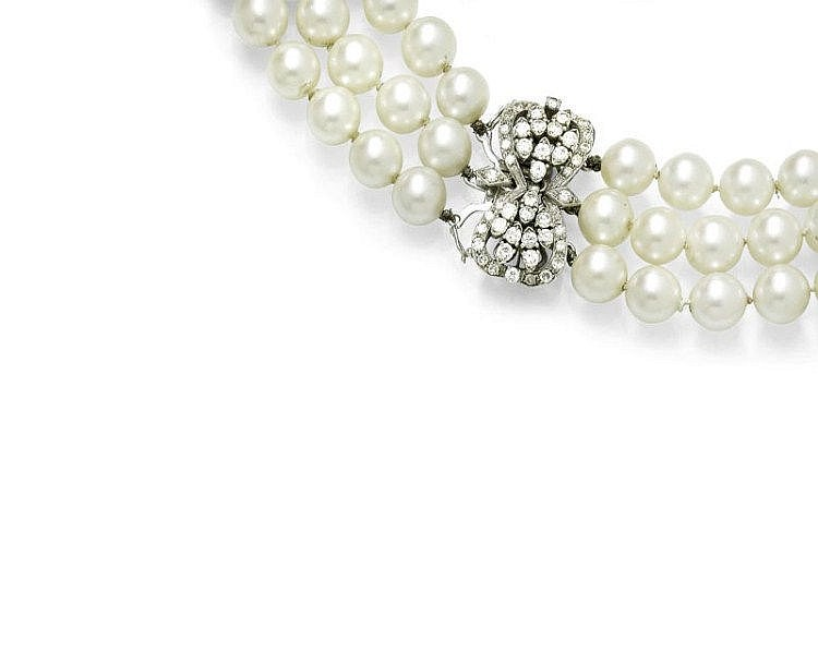 PEARL AND DIAMOND NECKLACE.White gold