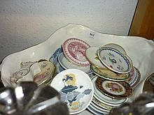 Modern Minton floral decorated bowl and a quantity of modern Minton, Worcester and other dinnerware, together with a set of modern miniature collectors plates on a wooden rack