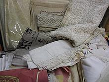 Suitcase containing a large quantity of various table linen