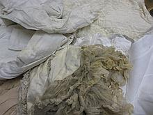 Quantity of various small items of linen, lace and fur