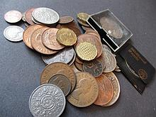 Small quantity of modern commemorative crowns and other coins