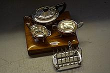 Oak cased set of twelve plated fish knives and forks, three piece plated tea service and a plated toast rack