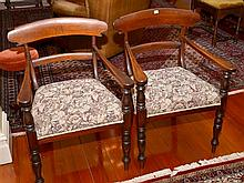 A SET OF COLONIAL CEDAR BAR BACK CHAIRS COMPRISING 6 STANDARD CHAIRS AND 2 GENEROUSLY SIZED CARVER CHAIRS.