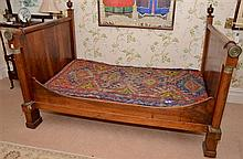 AN ANTIQUE FRENCH EMPIRE STYLE DAY BED H: 136CM W: 210CM D: 133CM